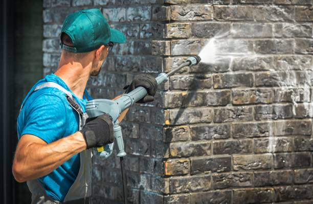 house brick wall washing - high pressure cleaning stock photos and pictures