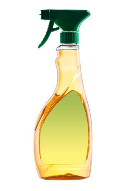 haus reinigung spray produkt. kunststoff-flasche mit reinigungsmittel isoliert auf weißem hintergrund - backofenfenster reinigen stock-fotos und bilder