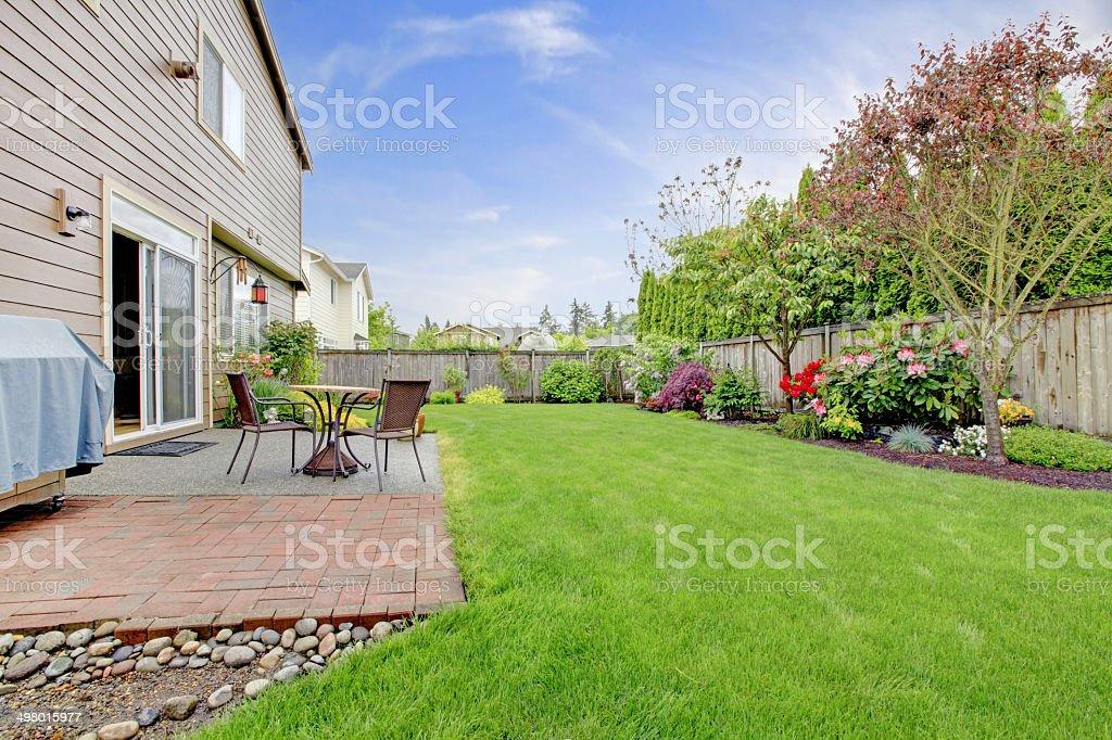 House Außenansicht mit Landschaft – Foto