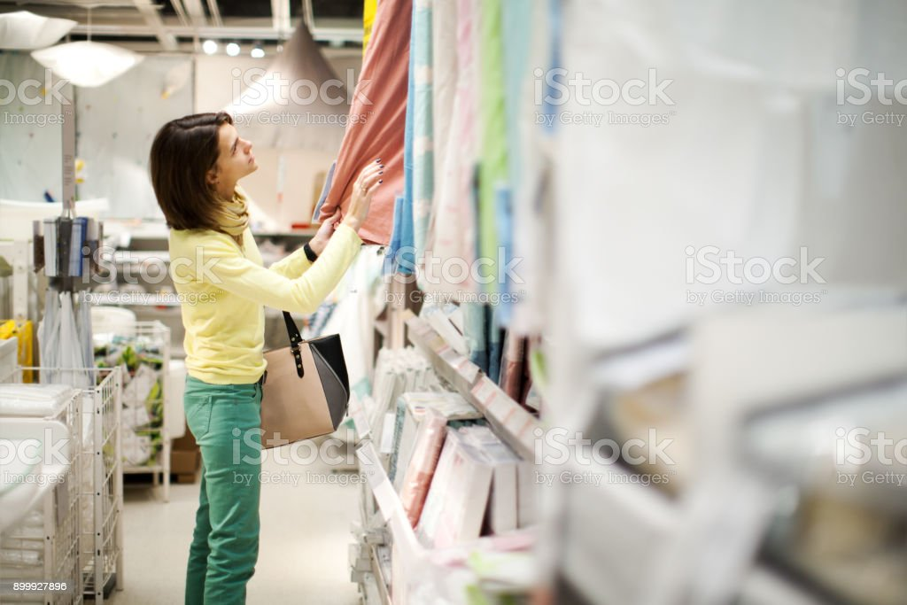 Huis artikelen winkelen - Royalty-free 30-39 jaar Stockfoto