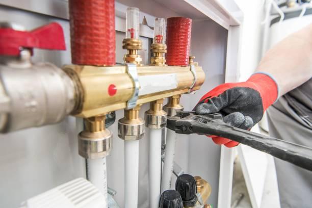 válvulas de calefacción de la casa - fontanero fotografías e imágenes de stock