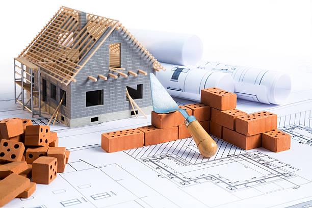 casa in costruzione - costruire foto e immagini stock