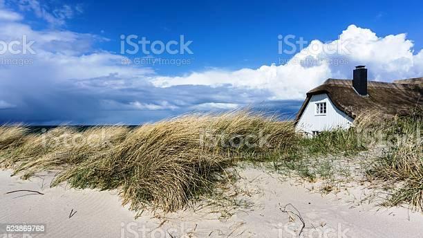 Haus In Den Dünen Stockfoto und mehr Bilder von Ferienhaus