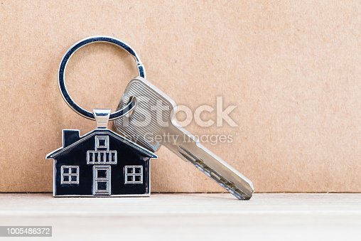845342284 istock photo House Key And Key chain On Wooden Table 1005486372