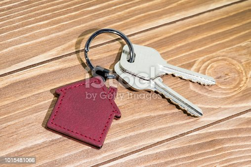 845342284 istock photo House Key And Key chain On Wooden Table 1015481066