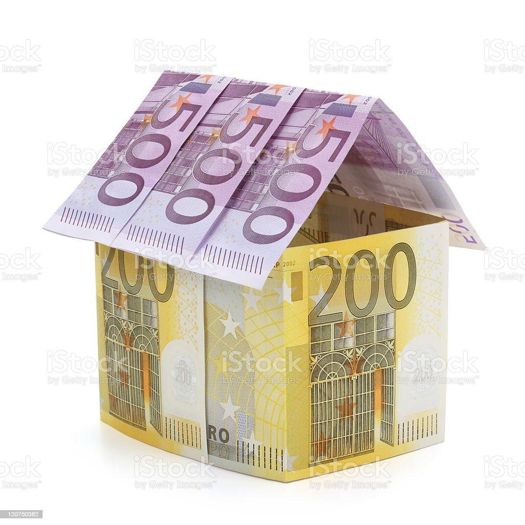 Casa hecha de billetes de euro. - foto de stock