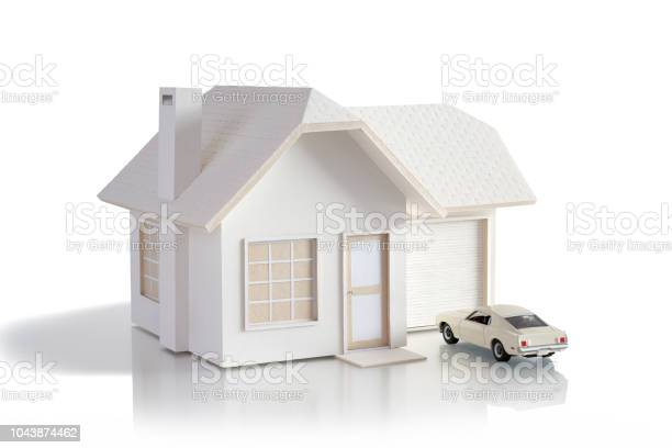 House miniature with car isolated in white background for real estate picture id1043874462?b=1&k=6&m=1043874462&s=612x612&h=jbwdxpwu9qgabs9sxtxjwvcmgyoprlr8mjhebtvcmkc=