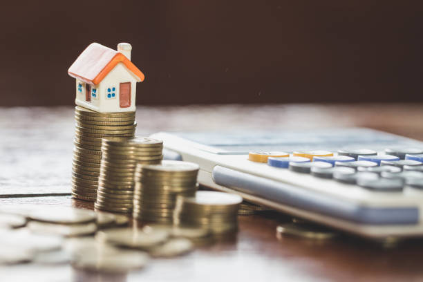 House model on top of stack of money as growth of mortgage credit, Concept of property management. Invesment and Risk Management. House model on top of stack of money as growth of mortgage credit, Concept of property management. Invesment and Risk Management. interest rate stock pictures, royalty-free photos & images