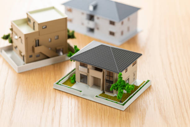 House model on wooden table House model on wooden table detached house stock pictures, royalty-free photos & images