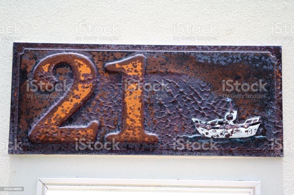 Hausnummer einundzwanzig am alten Steinmauer – Foto