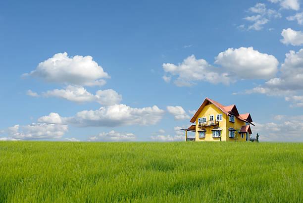 casa sobre o campo de relva - isolated house, exterior imagens e fotografias de stock