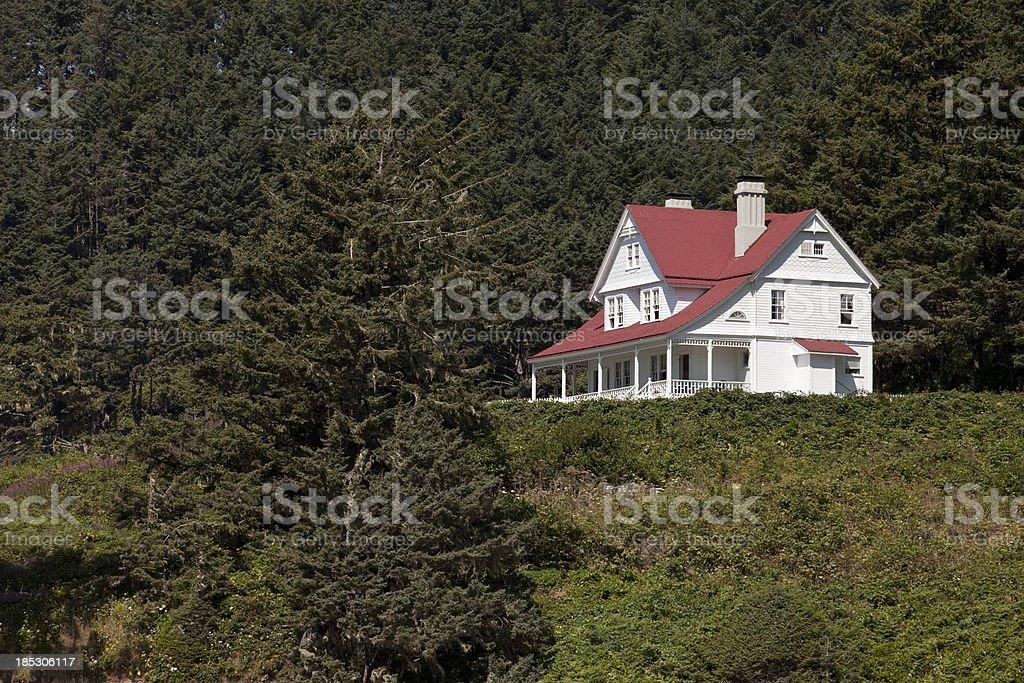 Casa en la colina - foto de stock