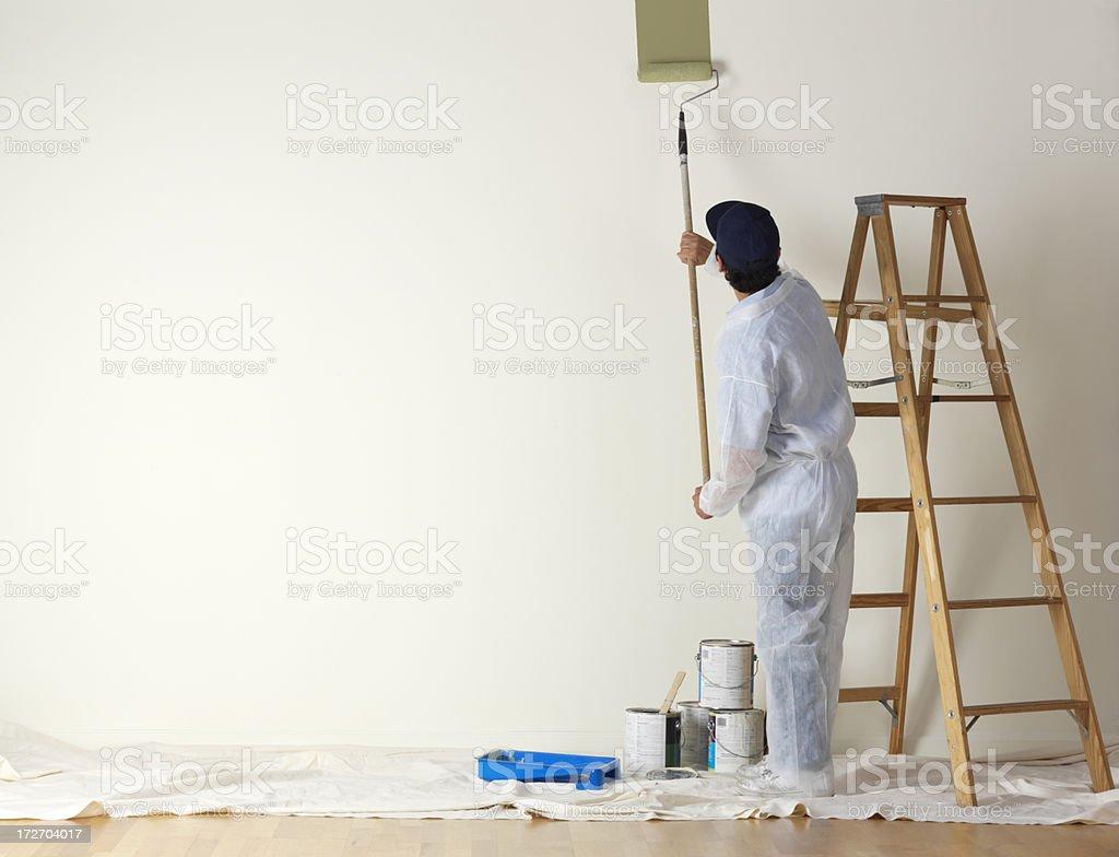 Peintre à partir de peinture un grand mur - Photo
