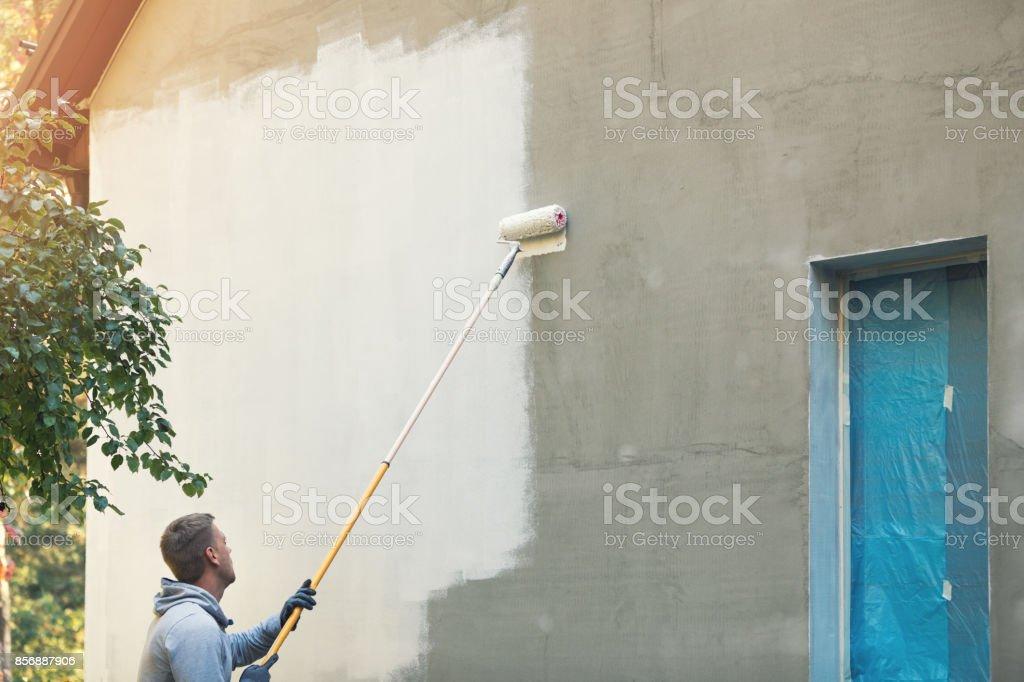 ev ressam resim Bina dış roller ile stok fotoğrafı