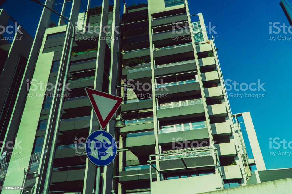 House. Residential building in the city of Milan. Italy - foto stock
