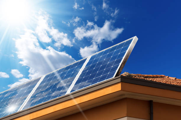 House Roof with Solar Panels - foto de stock