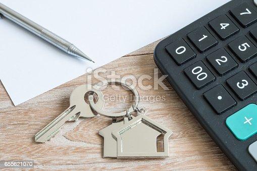 istock House shape keys and calculator 655621070