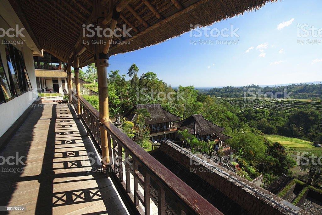 Cerca De La Piscina De La Terraza De La Isla De Indonesia