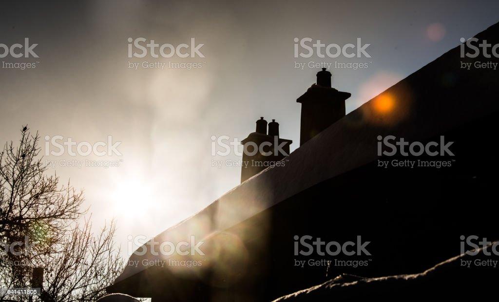 Haus unter Schnee – Foto