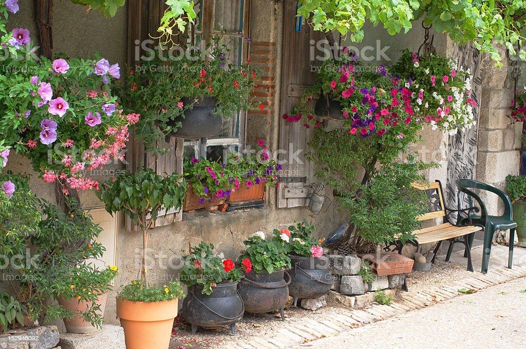 Haus mit Blumen – Foto