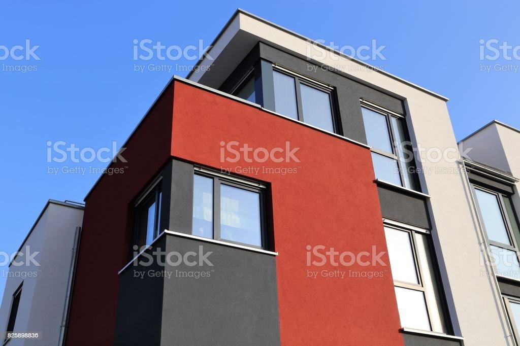 Haus mit moderner Fassade – Foto