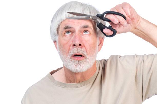 housebound haircut 2 - covid hair imagens e fotografias de stock