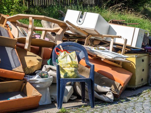 déchets encombrants ménagers fermeture - dechets photos et images de collection
