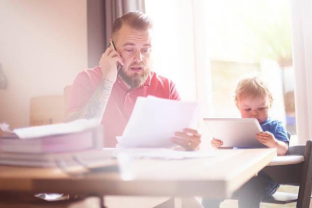 household debt - fails zum thema eltern stock-fotos und bilder