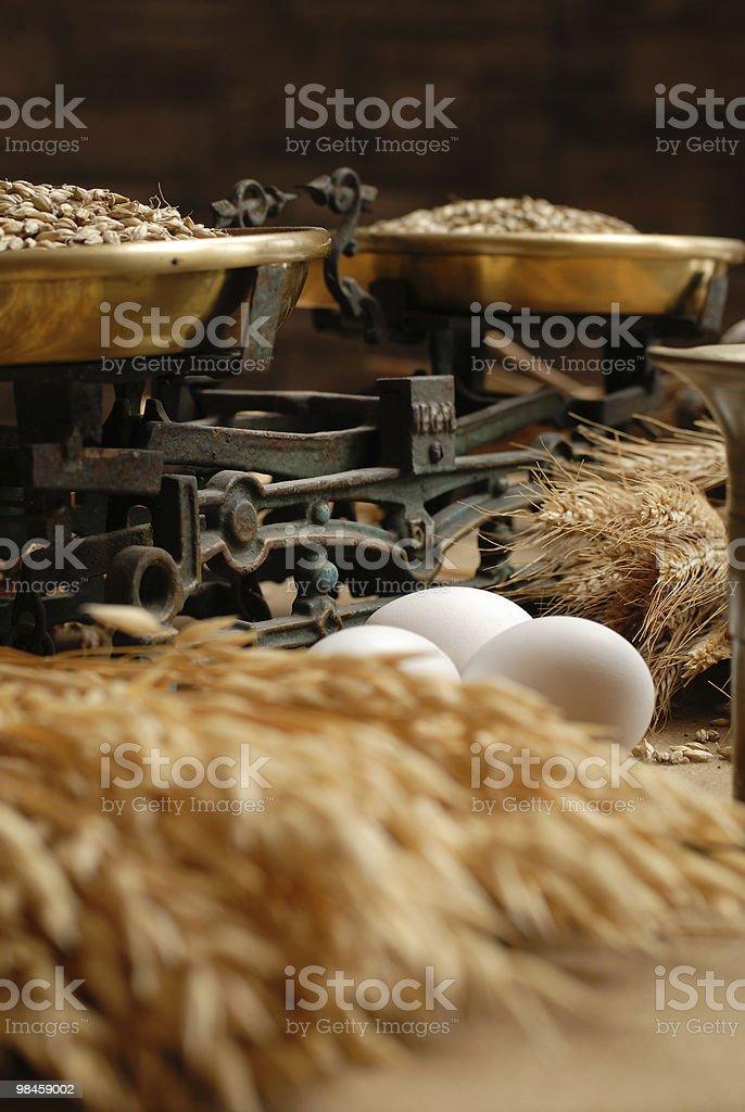 Uova e scale per la casa foto stock royalty-free
