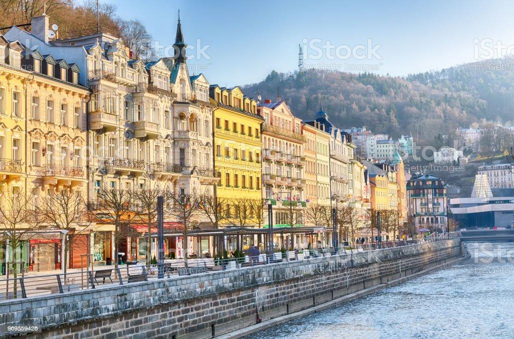 2908fc710987c Evler Içinde Şehir Merkezi Karlovy Vary Tepla Nehri Üzerinde Karlovy ...