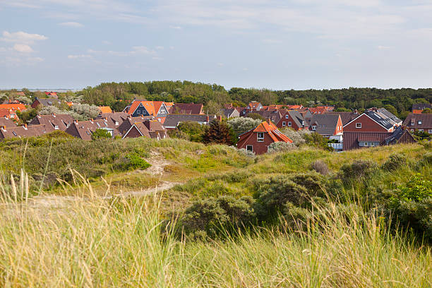 häuser in den dünen, norderney - urlaub norderney stock-fotos und bilder