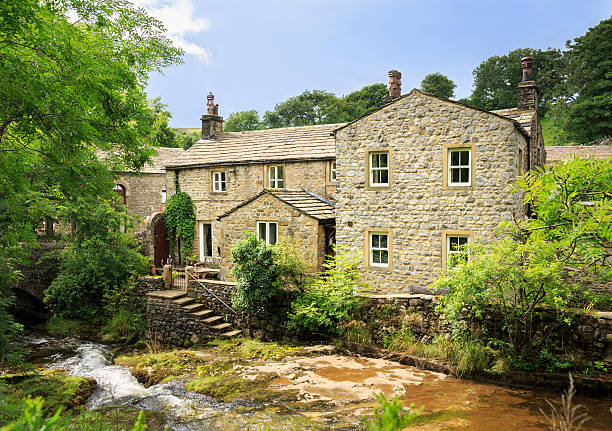 houses in the yorkshire dales - stenen huis stockfoto's en -beelden