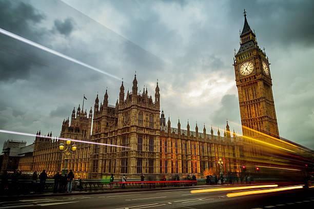 houses of parliament - britische politik stock-fotos und bilder