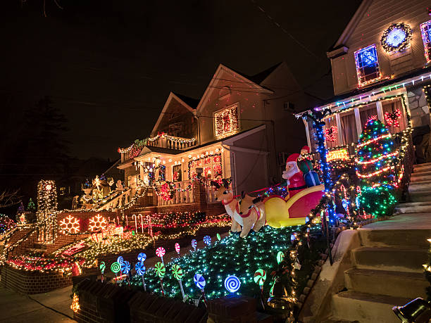 Houses with Christmas Lights at night, Dyker Heights, New York – Foto