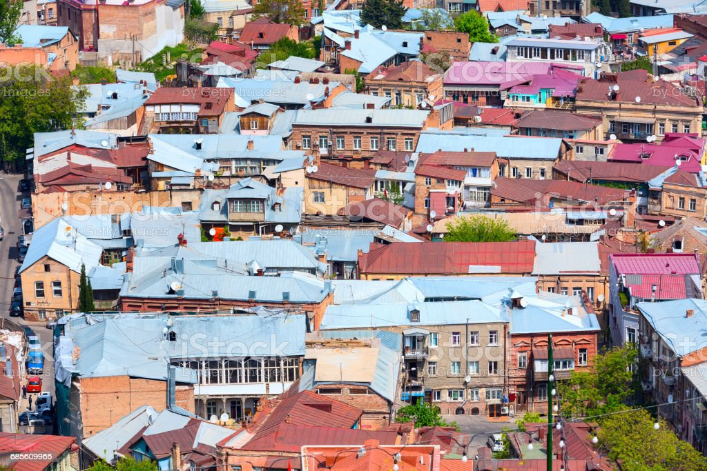 Houses with traditional wooden carving balconies of Old Town of Tbilisi, Republic of Georgia Lizenzfreies stock-foto