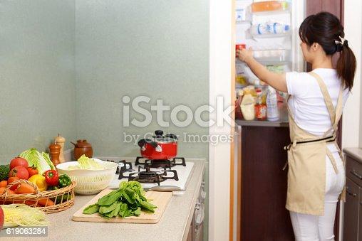 619063596 istock photo Housewife who enjoys cooking 619063284