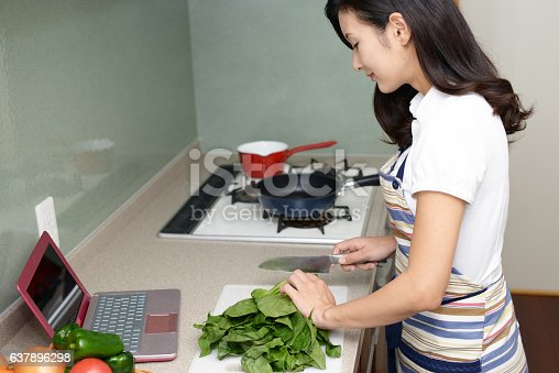 619063596 istock photo Housewife who enjoys cooking 637896298