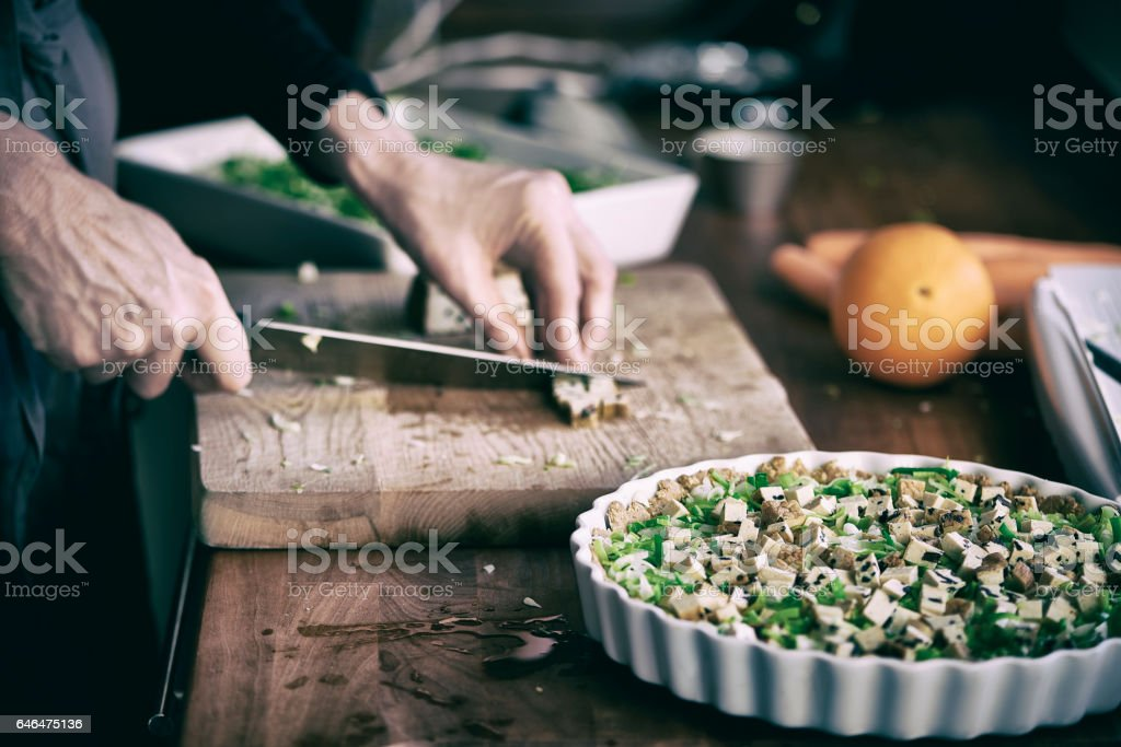 Housewife working in the kitchen - foto stock