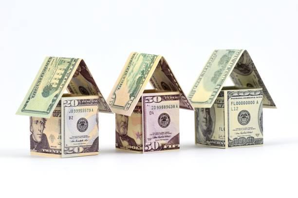 Marché de l'habitation, un avenir prospère. Avantages de l'immobilier. Matériel: billets de banque. - Photo