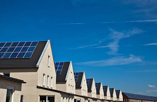 Sozialwohnung der Häuser mit Solarzellen – Foto