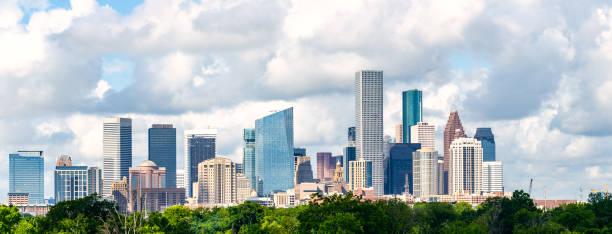 skyline von houston texas stadtbild - houston texas stock-fotos und bilder