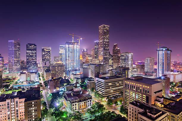 skyline von houston, texas - houston texas stock-fotos und bilder