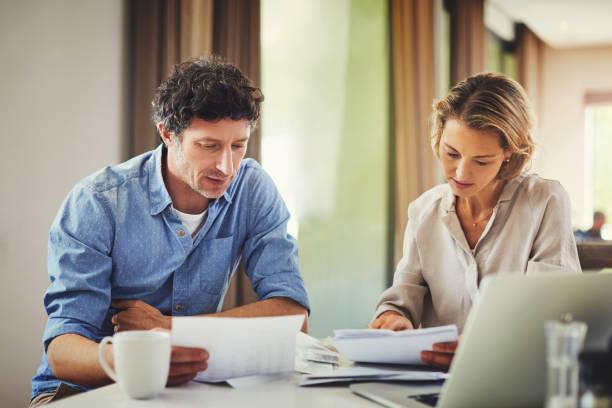 ¿cuánto nos queda? - financial planning fotografías e imágenes de stock