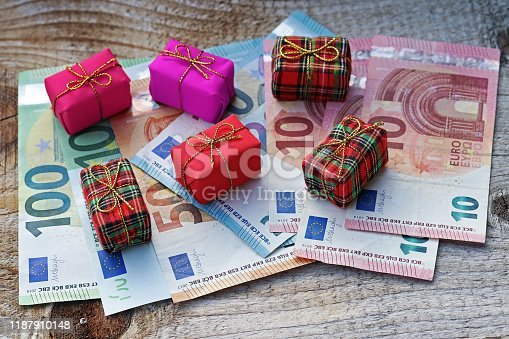 How much Euro is spent on Christmas presents? Christmas gifts cost money