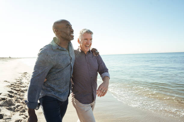 how much to save for retirement - coppia gay foto e immagini stock