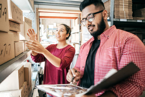 cómo obtener un préstamo para financiar su negocio - suministros escolares fotografías e imágenes de stock