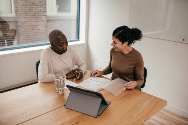 How to nail a job interview in the first 5 minutes Business people in the office mortgages and loans stock pictures, royalty-free photos & images