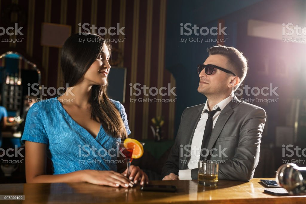 How to pick up women at a bar