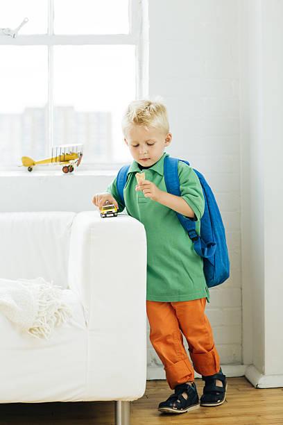 , wie sie ihr kind für kinder - kleinkind busy bags stock-fotos und bilder