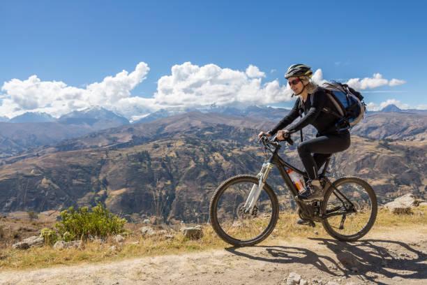 Huaraz panoramic mountainbiking, Peru. – Foto